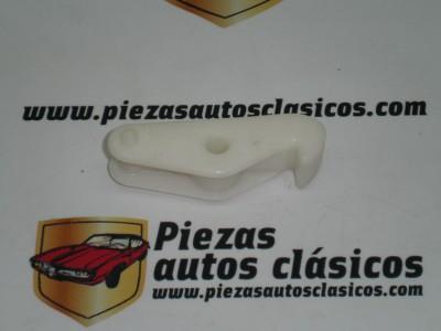 Gatillo inferior cerradura tapa maleta Renault 12 ref origen 7700509886