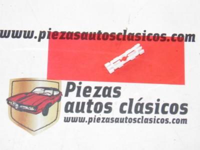 Grapa para moldura   Renault 4 TL  Ref: 7703080639