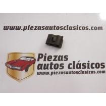 Grapa capot 15x22x6mm. Renault Express, Espace I Ref: 7703078086 7701405546