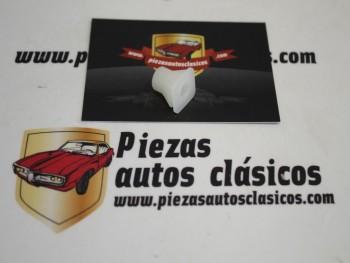 Grapa Taco Fijación Diámetro 4mm ( 10x10mm ) Seat Ref: HH58612300 / NR1423680