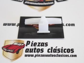 Grapa moldura interior Renault Megane Ref: 7703077389