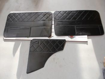 Juego Tapizado Negro Seat 850 2p. Incompleto (Falta costado Izquierdo) (Antiguo Stock) Pueden Tener Desperfectos
