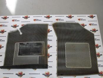 Juego alfombrillas de goma gris/negro delanteras Renault 18 (con defecto en color)