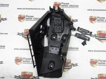 Plástico Soporte Inferior Relés Renault Megane REF: 7703297192