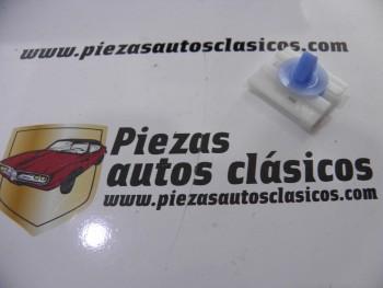 Clip fijación moldura lateral Renault Megane I y Scenic Ref: 7701040837