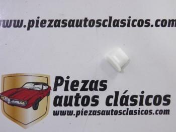 Grapa rejilla delantera ventilación Renault Laguna Ref: 7703081171