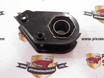 Soporte suspensión trasero izquierdo (válido para lado derecho, cambiando las tuercas) Renault 5 y 7  Ref: 77006557